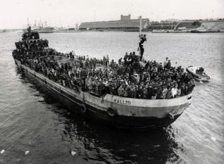 Sbarco degli albanesi. La nave Kallmi.