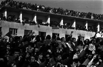 Manifestazione antigovernativa dei giovani a Tirana, 1991.