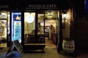 Piccolo Café.