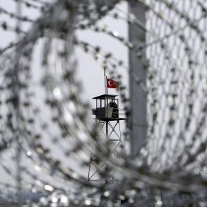 La Grecia ha costruito un recinto lungo il suo confine con la Turchia nel 2012.