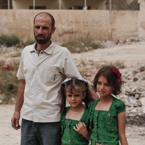 Siria, un padre con le sue bambine.