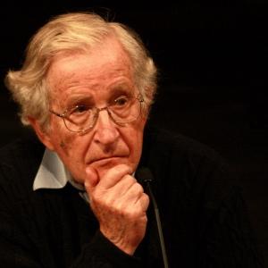linguista, filosofo, storico, teorico della comunicazione e anarchico statunitense.