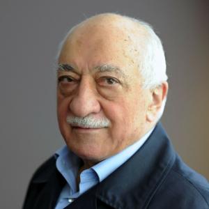 Fethullah Gülen, predicatore e politologo turco (autore di oltre 60 libri), studioso dell'Islam e leader del movimento Gülen, conosciuto più significativamente come Hizmet (Il servizio).
