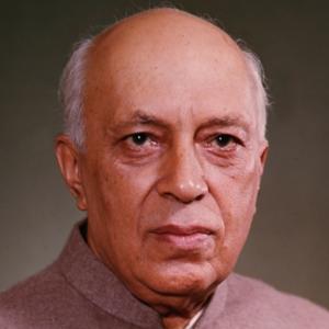 Jawaharlal Nehru (14 novembre 1889 – Nuova Delhi, 27 maggio 1964), Primo Ministro indiano dal 1947 al 1964 e una delle personalità politiche più in vista del mondo nella sua epoca.