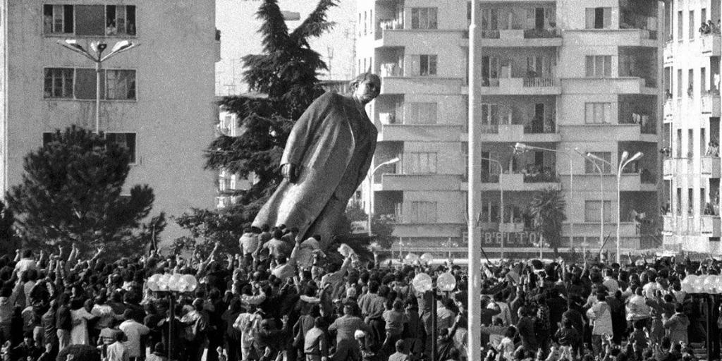 Enver Hoxha Statua